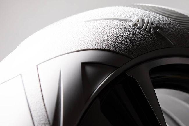 Lexus présente son pneu fashion