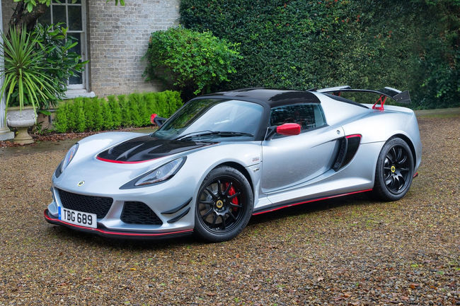 Lotus : deux sportives et un SUV en approche