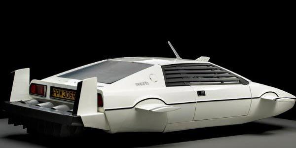 Elon Musk s'offre la Lotus de 007