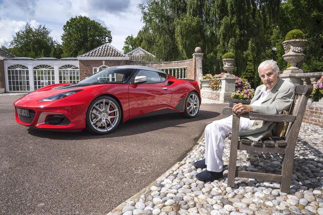 Hazel Chapman valide la Lotus Evora GT410 Jim Clark Trust