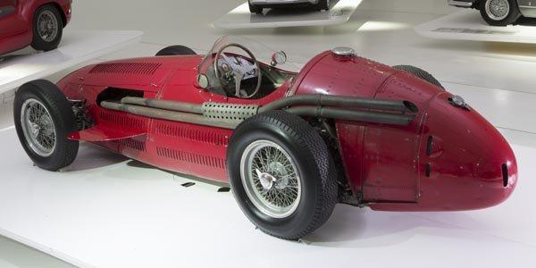 Exposition du centenaire Maserati à Modène