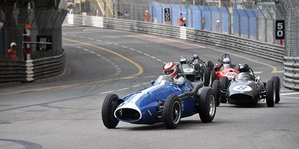 En Maserati 250F dans les rues de Monaco