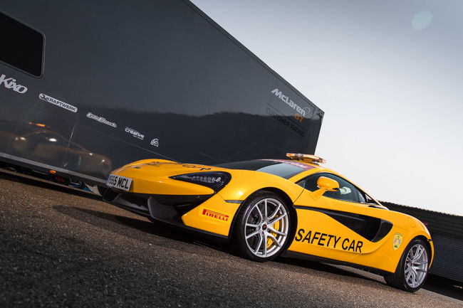 Une McLaren 540C safety-car en British GT