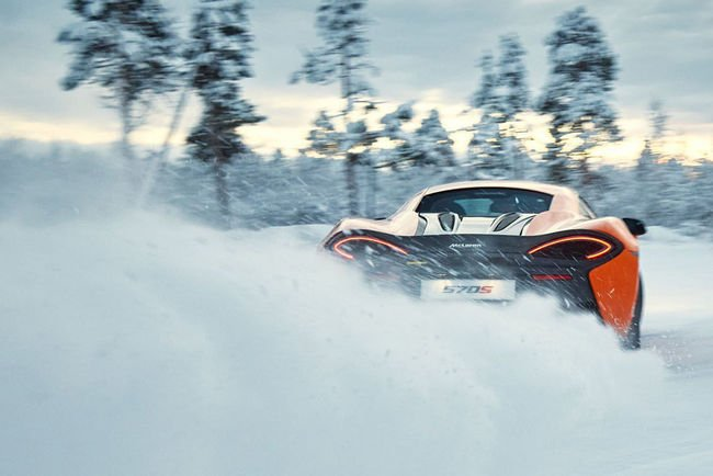Kenny Bräck et la McLaren 570S sur la glace