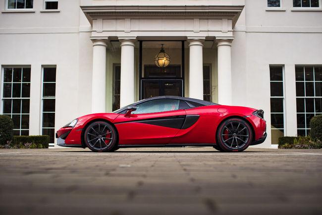 Une McLaren 570S Spider spéciale St Valentin