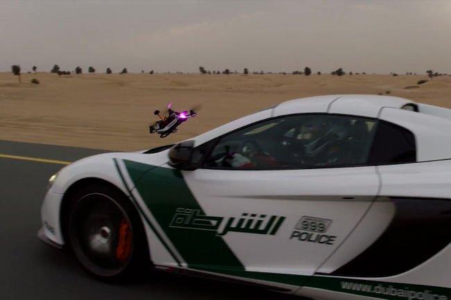 McLaren 650S vs drone à Dubaï