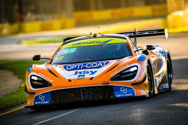 Mika Hakkinen en course avec McLaren
