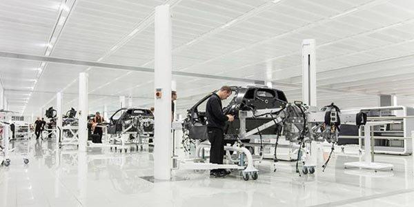 McLaren lance la production de sa P1