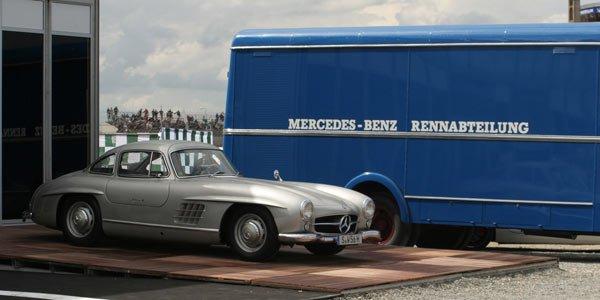 Un mécanicien crashe une Mercedes 300 SL