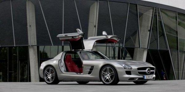Mercedes-Benz SLS AMG élue par Playboy