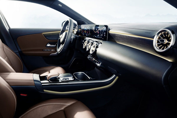 mercedes benz classe a nouveau teaser actualit automobile motorlegend. Black Bedroom Furniture Sets. Home Design Ideas