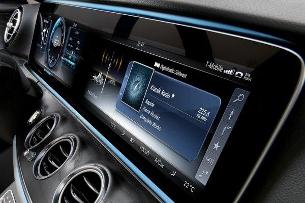 Mercedes d voile l 39 int rieur de la future classe e for Interieur nouvelle classe a
