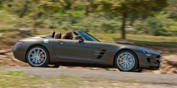 La Mercedes SLS AMG passe au noir