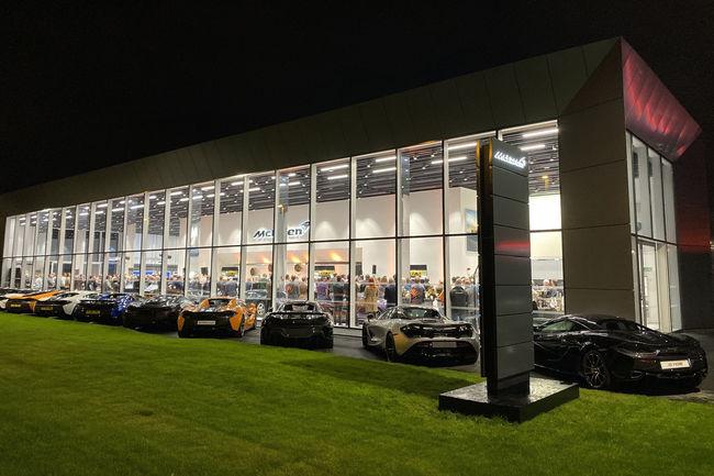 Inauguration spectaculaire pour le nouveau showroom de McLaren Leeds