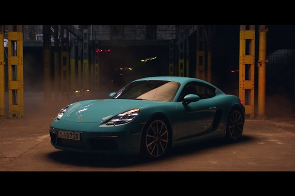 Race : Porsche 718 Cayman vs Drones