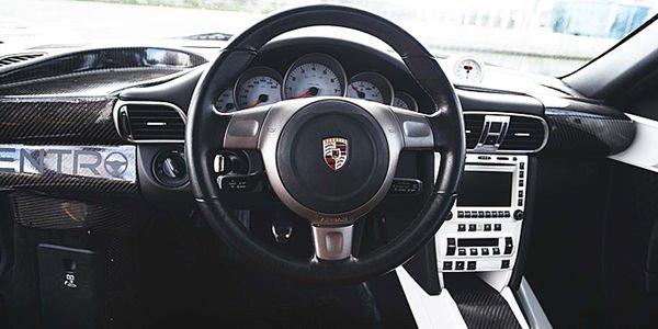 Une Porsche 911S avec conduite au centre aux enchères