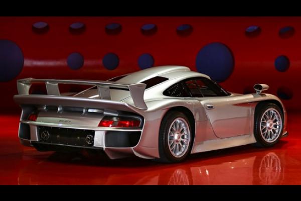 Une Porsche 911 GT1 aux enchères Gooding