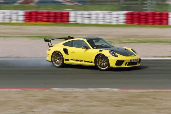 Découvrez la Porsche 911 GT3 RS avec Mark Webber