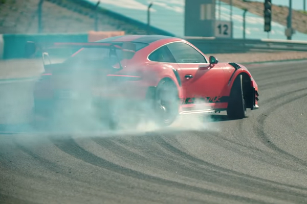 Chris Harris teste la Porsche 911 GT2 RS MR