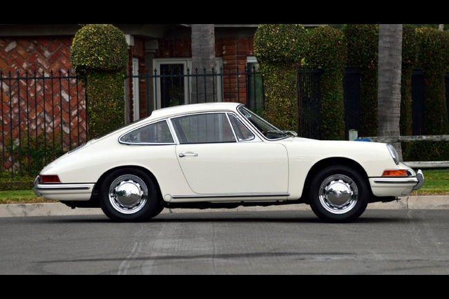 Un des prototypes de Porsche 912 aux enchères