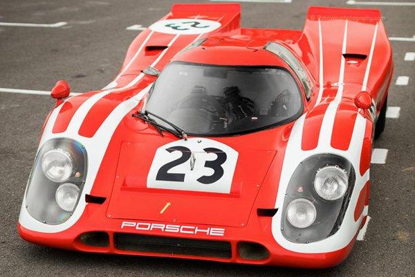 Omologato rend hommage à la Porsche 917