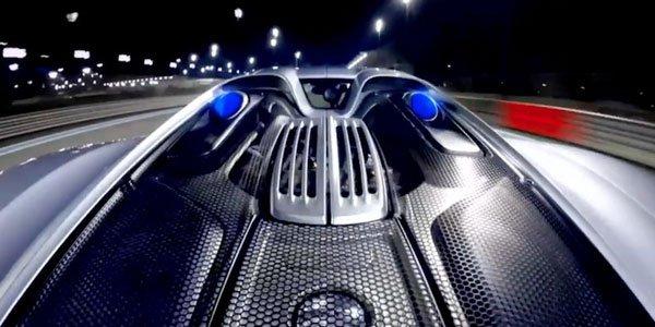 Vidéo : la Porsche 918 Spyder crache (elle aussi !) des flammes