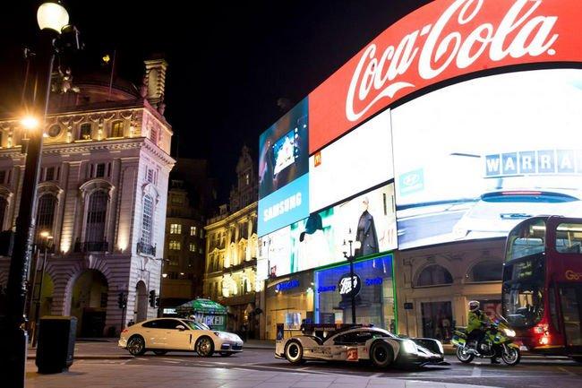 Une Porsche 919 Hybrid en action dans les rues de Londres