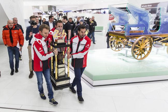 Le Porsche Museum accueille le trophée des 24H du Mans