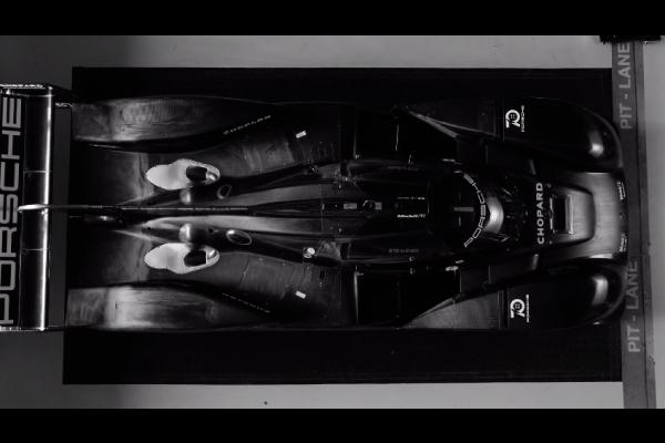 Porsche : le tour d'honneur de la 919 Hybrid