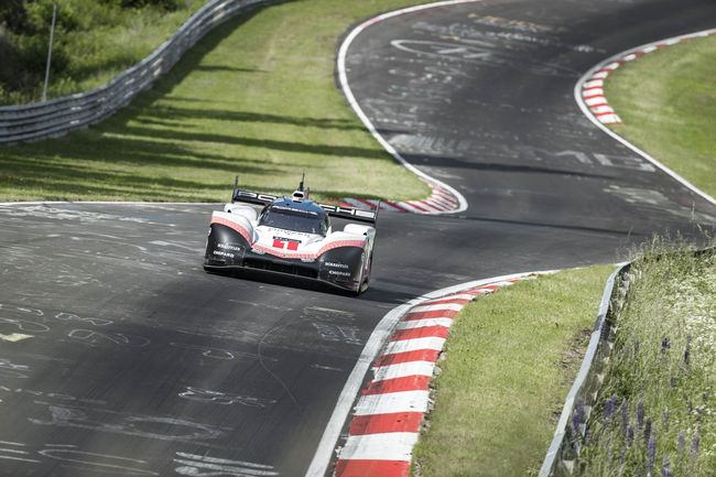 La Porsche 919 Hybrid Evo explose le record du Nürburgring