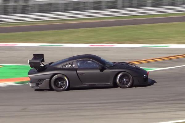 La nouvelle Porsche 935 en essais à Monza