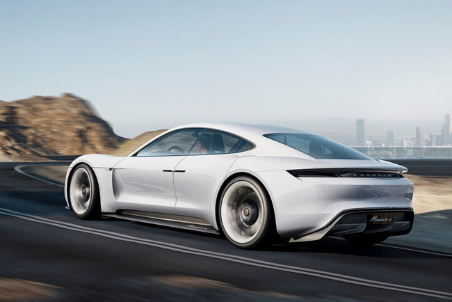 Porsche Mission E : jusqu'à 670 ch ?