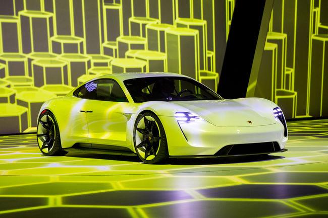 Porsche va étoffer son offre électrique
