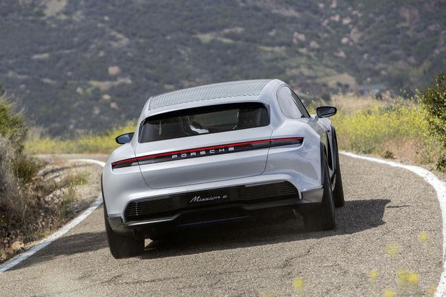 Porsche va produire le Mission E Cross Turismo