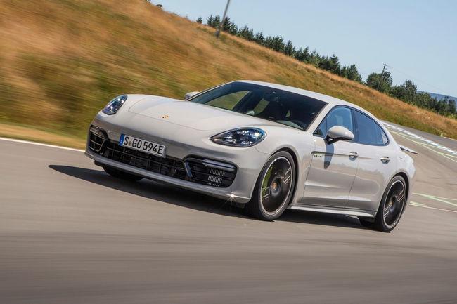 La Porsche Panamera Turbo S E-Hybrid tombe les records