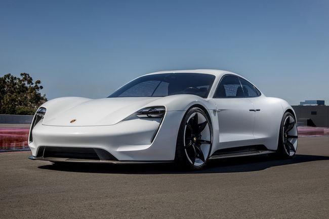 Porsche Taycan : 3 ans de charge gratuite aux USA