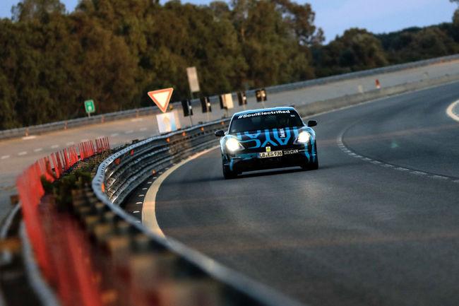 La Porsche Taycan en essais à Nardò