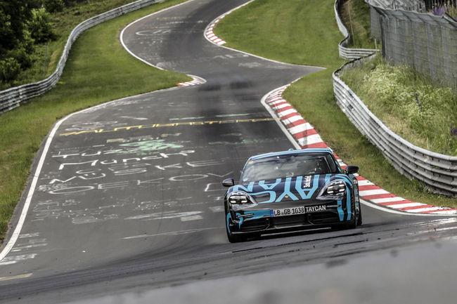 Record : la Porsche Taycan s'illustre sur la Nürburgring Nordschleife