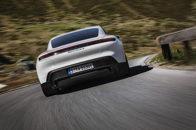 Nürburgring : la Porsche Taycan peut aller plus vite