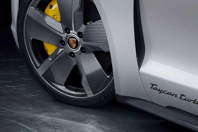 Porsche Taycan : aeroblades et fibre de carbone