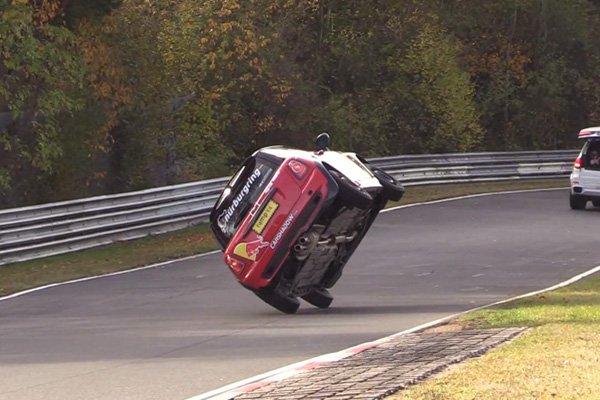Record : le Nürburgring en Mini… sur deux roues