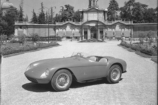 RM Sotheby's : Ferrari 500 Mondial et Porsche 550A Spyder à la Villa Erba