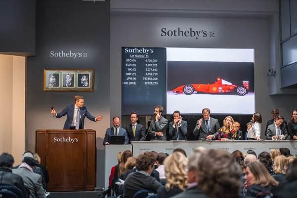 RM Sotheby's : la Ferrari F2001 de Schumacher vendue pour un prix record