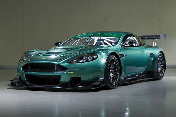 RM Sotheby's : superbe plateau Aston Martin à Monterey