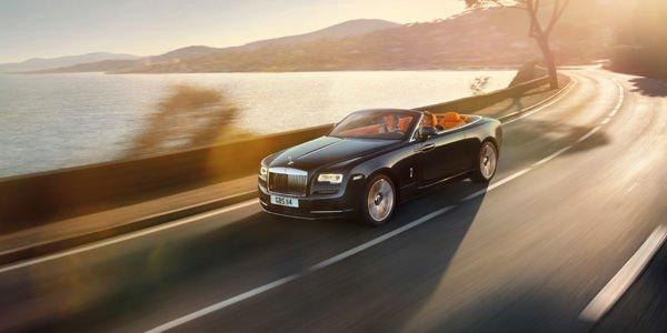 Rolls-Royce enlève le haut avec le cabriolet Dawn