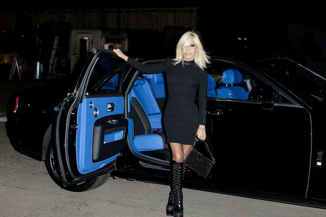Une Rolls-Royce Ghost Black Badge pour Donatella Versace