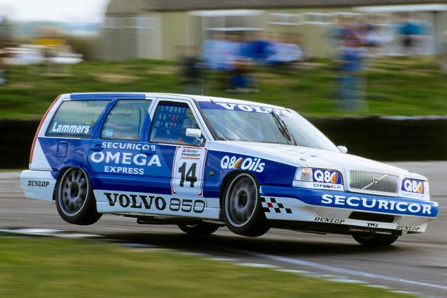 Les Volvo 850 Estate et S40 BTCC à Silverstone Classic