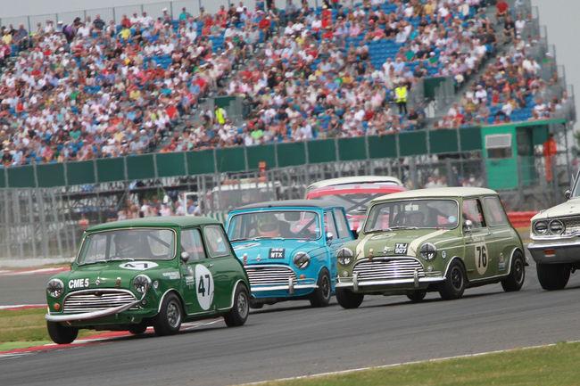 Les 60 ans de la Mini célébrés à Silverstone Classic