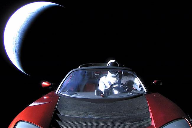 Le Tesla Roadster d'Elon Musk fait route vers mars