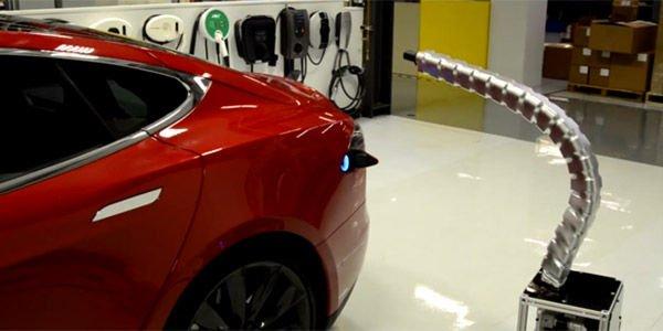 L'étonnant robot chargeur de Tesla en action